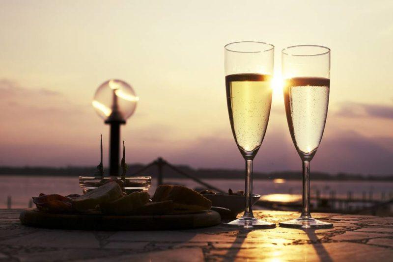 シャンパンとスパークリングワインって違うの?